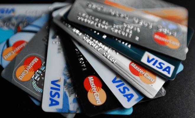Жители Казахстана все еще не доверяют кредитным карточкам